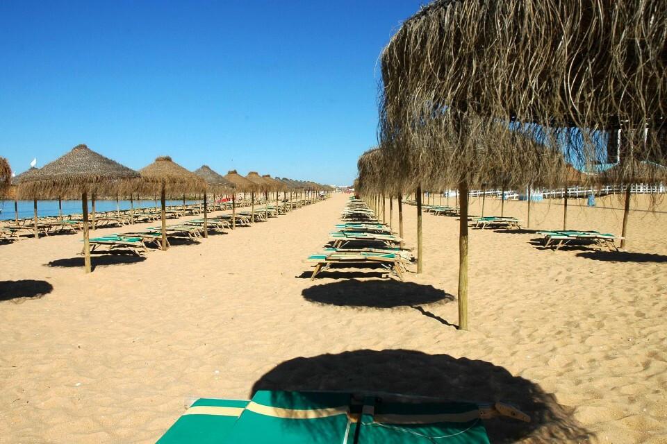 praia-da-marina-de-vilamoura-praias-do-algarve-com-bandeira-azul