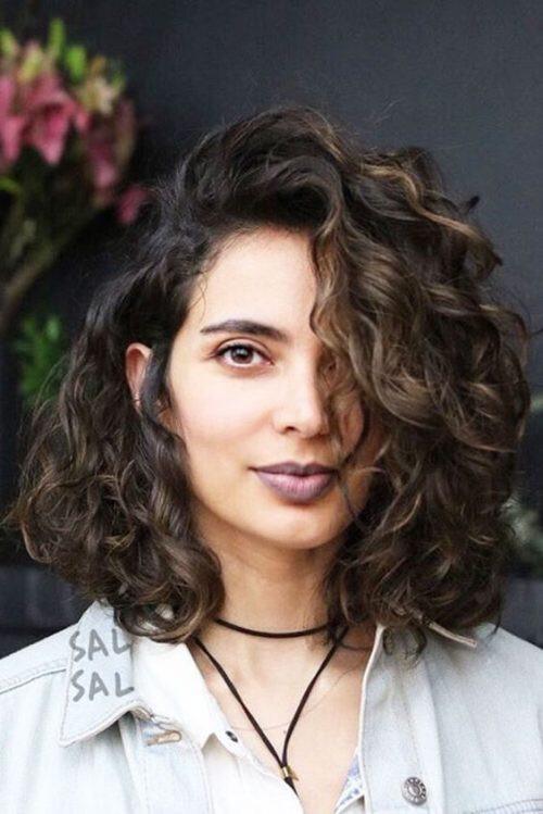 curly-lob-tendências-de-cortes-de-cabelo-verão-2018