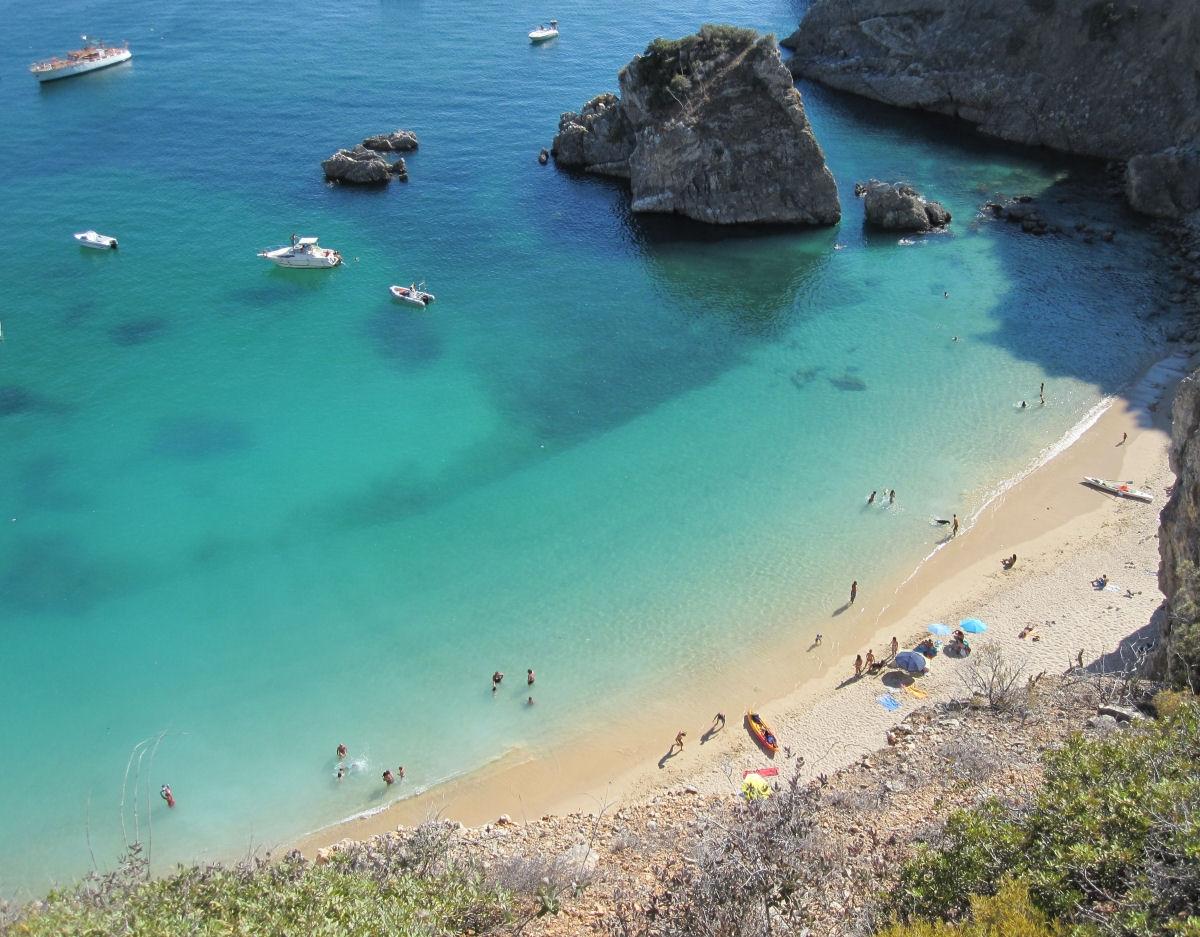 praia-da-ribeira-do-cavalo-as-melhores-praias-de-Portugal