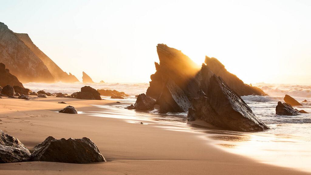 praia-da-adraga-as-melhores-praias-da-região-de-lisboa