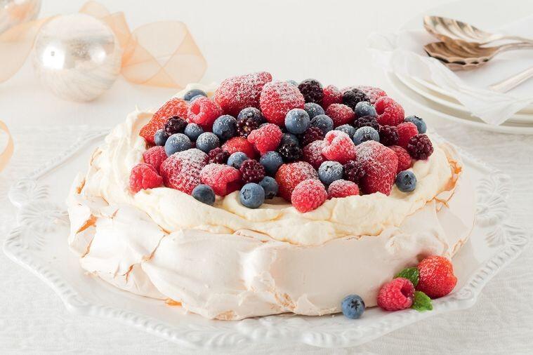 pavlova-de-frutos-vermelhos-receitas-com-frutos-vermelhos
