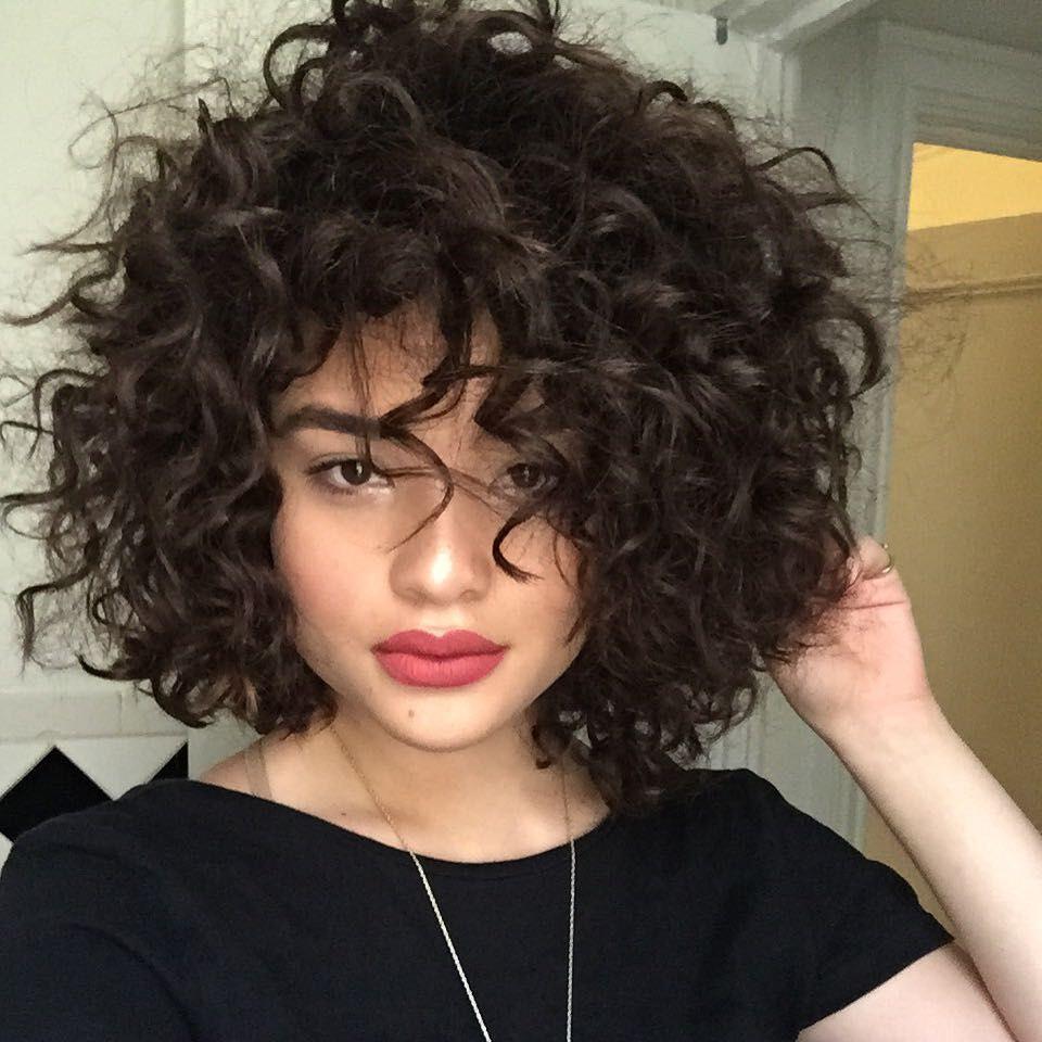 tendências-penteados-para-cabelo-curto-aos-caracóis