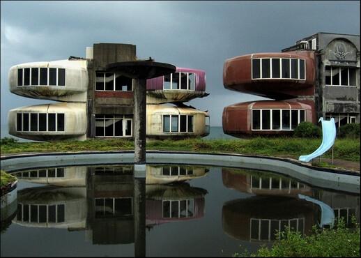 Casas-Sanzhi-UFO-San-Zhi-Taiwan-os-10-lugares-abandonados-mais-assustadores-do-mundo