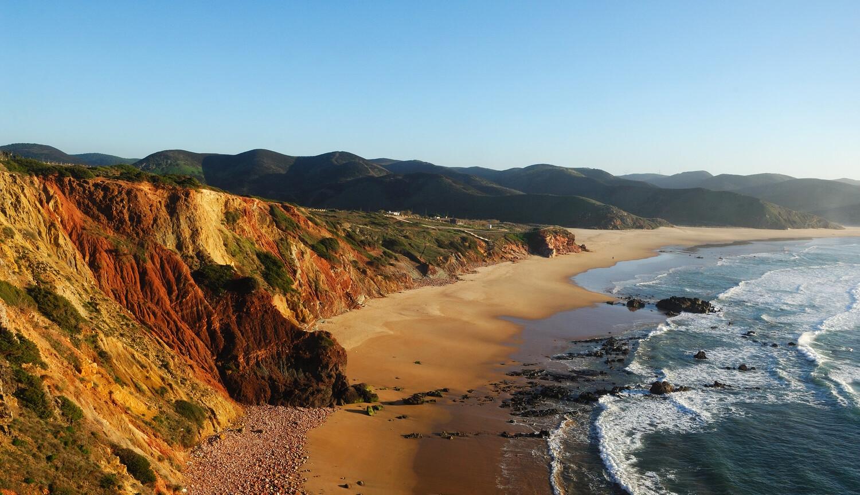 praia-do-amado-emaljezur-melhores-praias-secretas-do-algarve